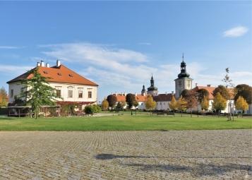 2019-10-13 Tschechien Kutná Hora (1) Park GASK + Jesuiten-Kolleg