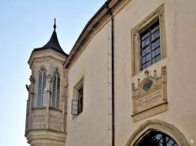 2019-10-13 Tschechien Kutná Hora Barborská (15) Hrádek Erker + Gedenktafel f. Gustav Adolf Lindner (Pädagoge)