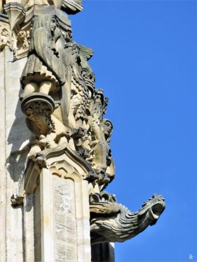 2019-10-13 Tschechien Kutná Hora St. Barbara-Kathedrale (20) Wasserspeier + Figuren Nordost-Seite