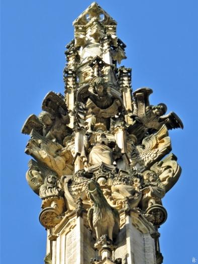 2019-10-13 Tschechien Kutná Hora St. Barbara-Kathedrale (27) Engel + Christus + Hahn Nordostseite