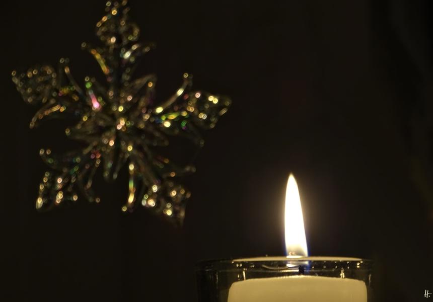 2019-12-24 LüchowSss zuhause Heiligabend Kerze + Glasstern