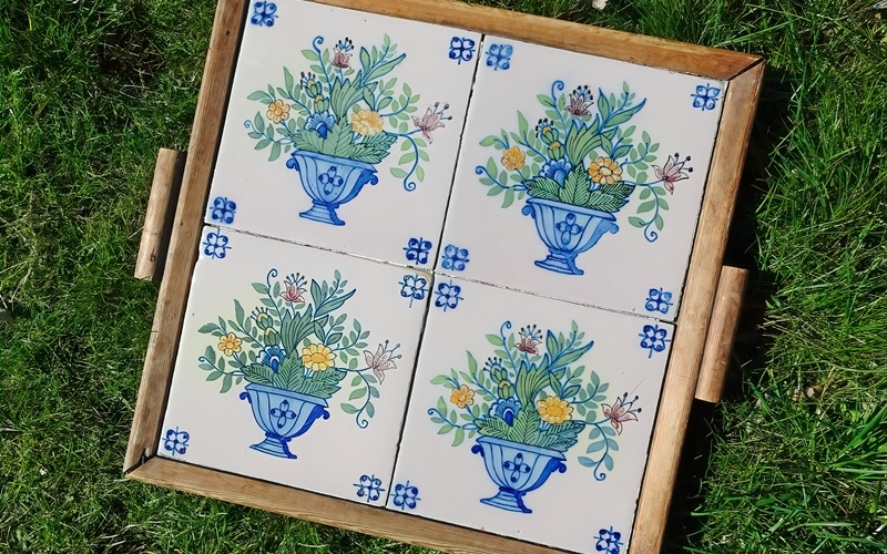 2021-04-03 LüchowSss portug. Fliesen-Tablett v. Lüchower Flohmarkt im Garten (1)